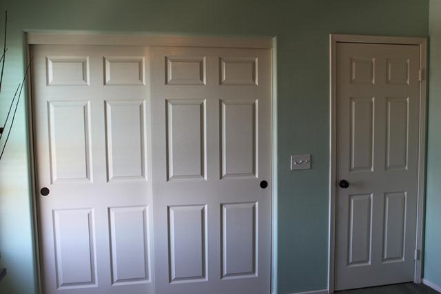 oil rubbed bronze spray paint white closet doors. Black Bedroom Furniture Sets. Home Design Ideas